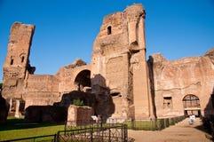 从Frigidarium的在Caracalla春天的废墟和道路在罗马 免版税库存图片