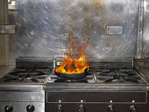 Frigideira no incêndio Imagens de Stock Royalty Free