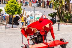 FRIGILIANA, ESPAGNE - 13 mai 2018 ` de Locos d'automobiles de ` - amusement traditionnel impliquant le tour des voitures de carto Images libres de droits