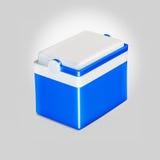 Frigorifero blu tenuto in mano sopra fondo bianco Fotografia Stock Libera da Diritti