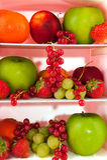 Frigorifero con frutta fresca Fotografia Stock