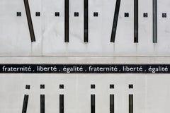 Frihet, jämställdhet och broderskap på en vägg royaltyfri bild