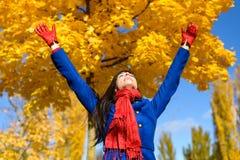 Frihet och lycka i höst Arkivfoton