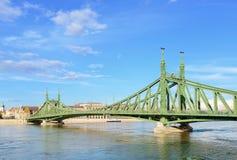 Frihetbro. Budapest. Arkivfoton