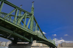 Frihetbro från botten, Budapest arkivfoton