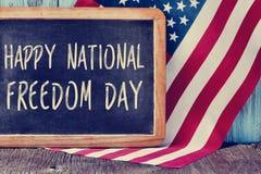 Frihetsdag och amerikanska flaggan för text lycklig nationell Arkivfoto