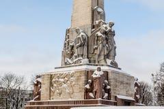 Frihetsmonumentet i Riga under dagen royaltyfria foton