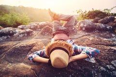 Frihetstouristmanavkoppling med fri tid för natur en Arkivfoton