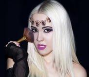 Frikänd s för makeup för rakt hår för blond flicka för stående lång härlig Royaltyfri Bild