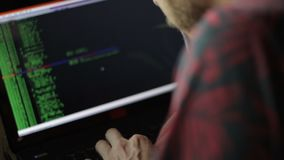 Frilans- programmerare Or Hacker Coding lager videofilmer