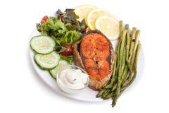Friled Salmon Steak met Groenten stock afbeeldingen