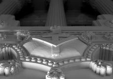 Frimurar- tempel med grekiska eller Roman Style kolonner royaltyfria bilder