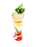 Frio, cocktail alcoólicos (fundo branco) Fotos de Stock Royalty Free