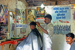 Frisör på Polonnaruwa Sri Lanka royaltyfria bilder