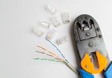 Frisador, conectores e cabo ethernet imagem de stock
