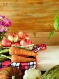 Frisch ausgewählte Ernte des unterschiedlichen Herbstgemüses und -frucht stockbilder