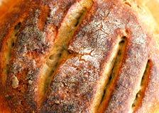 Hintergrund mit frisch gebackenem Sauerteigbrot stockfoto