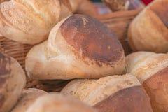 Frisch gebackenes Laib des selbst gemachten Brotes Lizenzfreies Stockbild