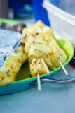 Frisch gegrillte Ananas-Kebabs Stockbild
