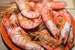 Frisch gekochte Langoustines auf Platte Lizenzfreie Stockfotos