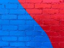 Frisch gemalte multi- farbige Backsteinmauer stockfotografie