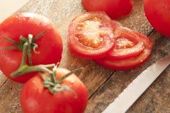 Frisch gewaschene reife rote Tomaten Lizenzfreie Stockbilder