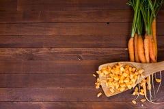 Frisch gewaschene vollständige Karotten stockfotos