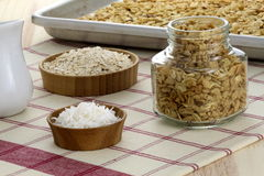 Frisch vom gesunden Granola des Ofens Stockfotos