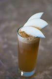 Frisch zusammengedrückter Apfelsaft Stockbild