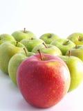 Frische Äpfel auf einem weißen Hintergrund Stockfotografie