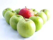 Frische Äpfel auf einem weißen Hintergrund Stockfoto