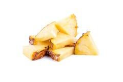 Frische Ananas geschnitten und Ananas lokalisiert auf weißem backgroun Lizenzfreies Stockfoto