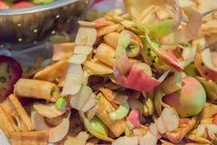 Frische Apple-Schalen und -kerne Stockfoto