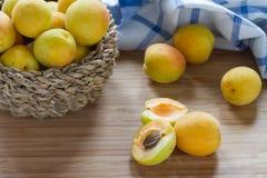 Frische Aprikosen Stockfotos