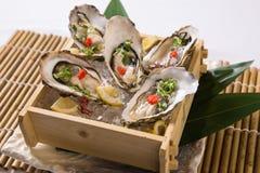 Frische Austern mit Soße (Nama-Kakipflaumenbaum) Lizenzfreie Stockbilder