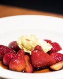 Frische balsamische Erdbeeren mit Marscapone Lizenzfreie Stockbilder