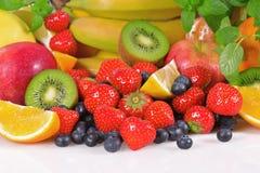 Frische Beeren und Früchte stockbilder