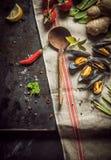Frische Bestandteile für ein feinschmeckerisches Meeresfrüchteabendessen Lizenzfreie Stockbilder