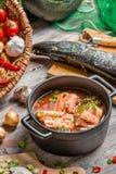 Frische Bestandteile für Fischsuppe lizenzfreie stockfotos