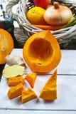 Frische Bestandteile für Kürbis soep mit Apfel, Orange, Karotte Lizenzfreies Stockfoto