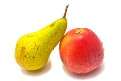 Frische Birne und Apfel auf Weiß lizenzfreies stockfoto
