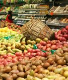 Frische Birnen in den Supermärkten Lizenzfreie Stockfotos