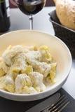 Frische Birnen- und Käseteigwaren Stockfoto