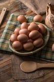 Frische braune Eier lizenzfreie stockfotografie