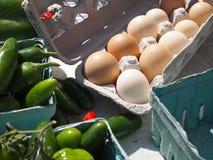Frische Brown-organische Eier Stockfoto
