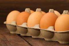 Frische Eier auf dack Hintergrund Lizenzfreies Stockfoto