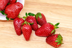 Frische Erdbeere in der Schale Stockbild