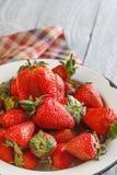 Frische Erdbeere in einer Schüssel Stockfoto