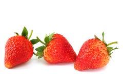 Frische Erdbeeren auf Weiß Stockfotos