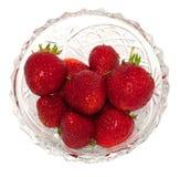Frische Erdbeeren in einem Kristallvase Stockfoto